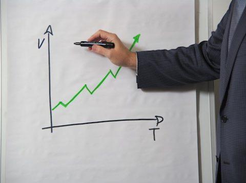 Průměrná mzda se za 5 let zvedla o4 tisíce, vydělali IT zaměstnanci, finančníci ztratili