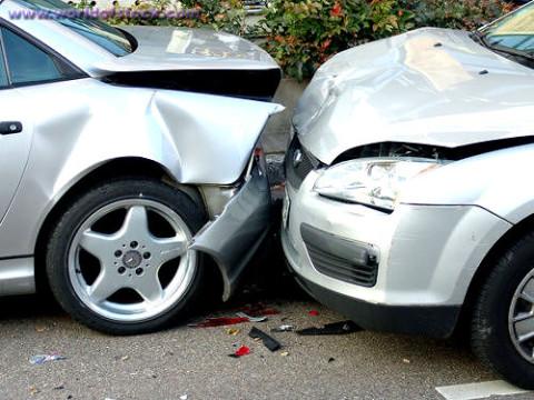 Motoristé na dovolené: co dělat přinehodě nebo odcizení auta vcizině