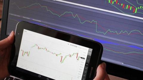 Jaké sektory letos podle analytiků potáhnou? IT, spotřební zboží, nebo energetika?
