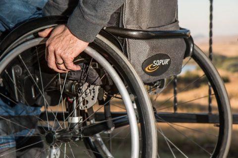 Invalidní důchod: částka záleží na stupni invalidity apříjmu, podpora nemusí být trvalá