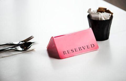 """Hypotéky meziročně zdražily opůl procentního bodu. Vyplatí se """"rezervovat"""" si aktuální sazbu?"""