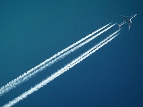 Palivové příplatky: proč je stále leteckým společnostem platíme?