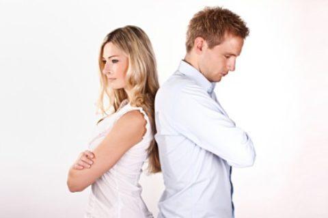 Téměř tři čtvrtiny českých párů přiznávají rozdílné názory na společné finance