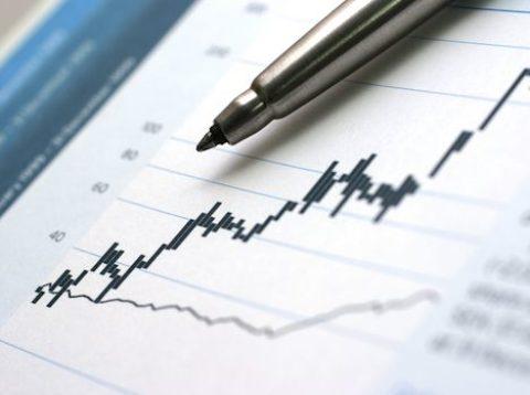 Pravidelná měsíční investice činí průměrně téměř 2.000Kč