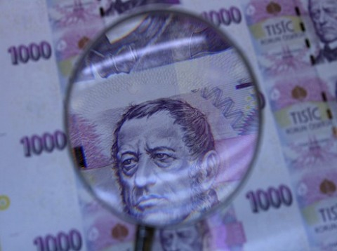 Natržené bankovky nesmí obchodníci odmítnout