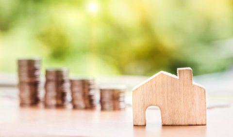 Lidé si letos na bydlení půjčili přes 290 miliard