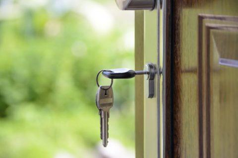 Sazby hypoték dál klesají