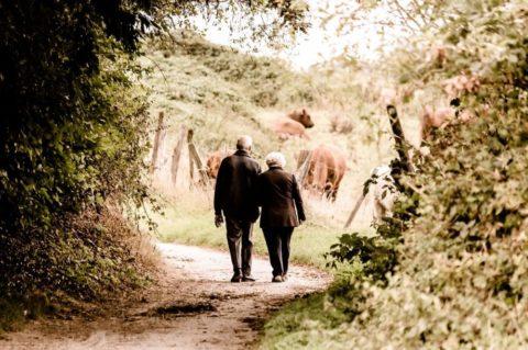 Češi mají naspořeno na důchod maximálně půl milionu