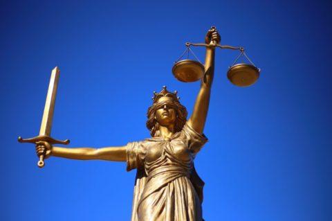 Za podvody spojištěním dostalo pět lidí tresty několika let vězení
