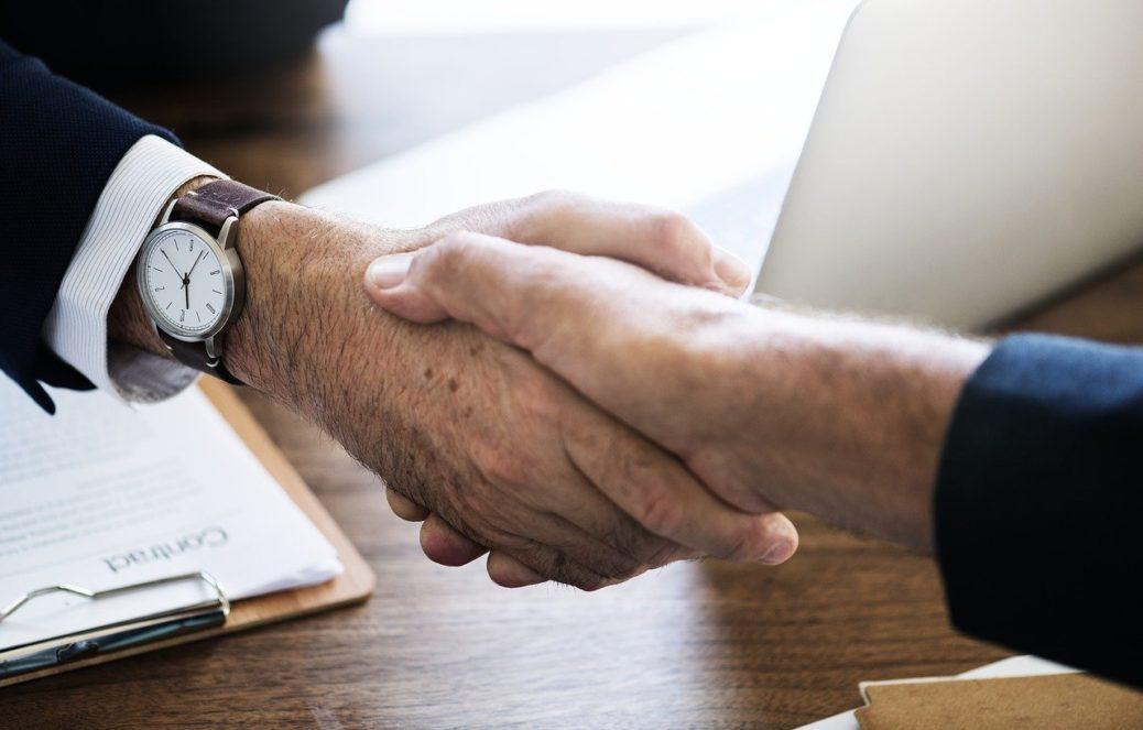 Podnikání - podání ruky - ruce - byznys