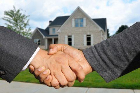 Realitní makléři míří kvůli zákonu do pojišťoven. Kde pochodí?