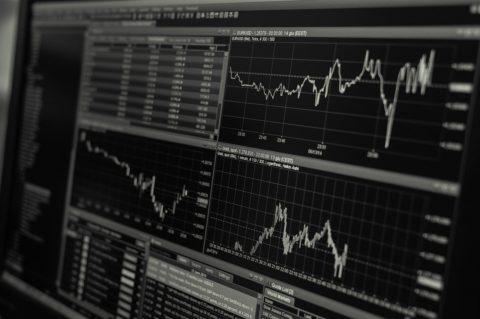 Investiční platformy – srovnání obchodních modelů
