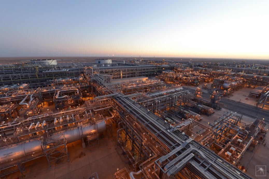 Khurais Oil Plant - Saudi Aramco - cena ropy - pákové deriváty