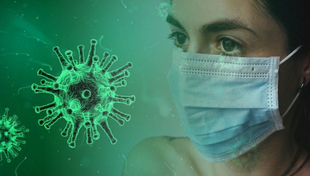 Pandemie koronaviru - žena s rouškou