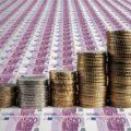 Peníze - bankovky - mince - eura - spekulativní korporátní dluhopisy