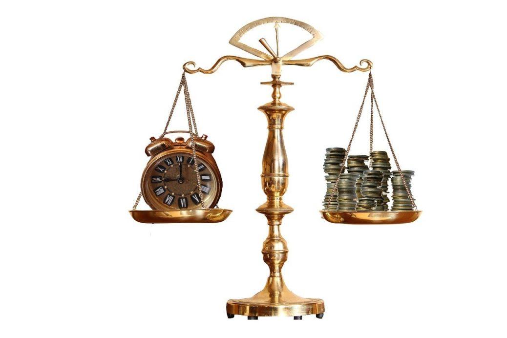 Čas - peníze - mince - váha