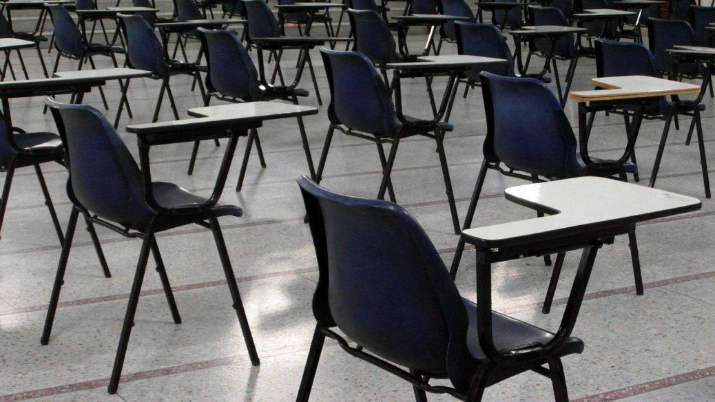 Zkoušky pro distribuci pojištění - odloženy - prázdné lavice - certifikace
