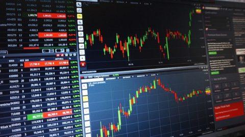 Tržní ceny akcií jsou zcela odtrženy od korporátních fundamentů